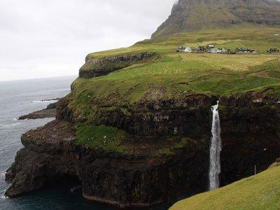 Miðvágur - Gásadalur – War Museum | Hiking